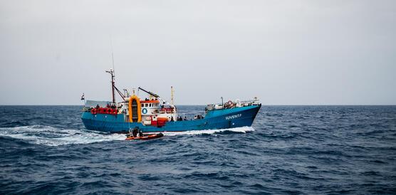 Rettungsboot Iuventa in voller Fahrt