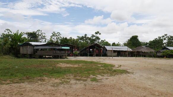 Häuser einer afrokolumbianischen Siedlung in Chocó, Kolumbien