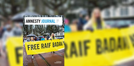 Amnesty Journal April/Mai 2015, Protestgruppe mit Banner